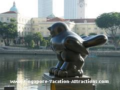 Bird, a bronze sculpture located in front of UOB Plaza