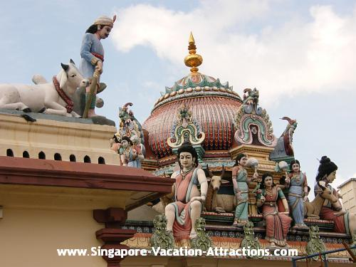 What to do in Singapore Chinatown: Visit Sri Mariamman Indian Temple