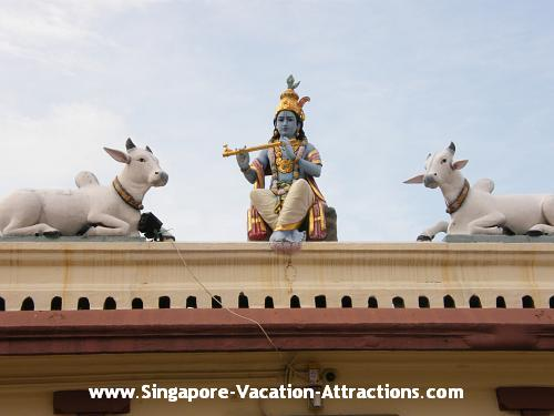 Get a feel of indian culture and people at the indian temple of Singapore Chinatown